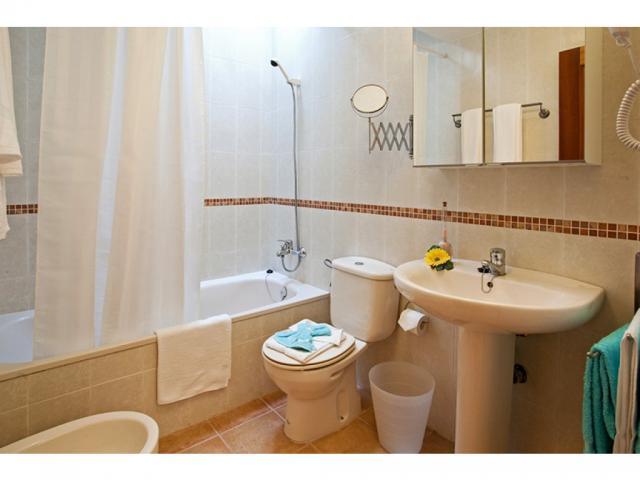 Bathroom 2 - Villas del Sol deluxe, Corralejo, Fuerteventura